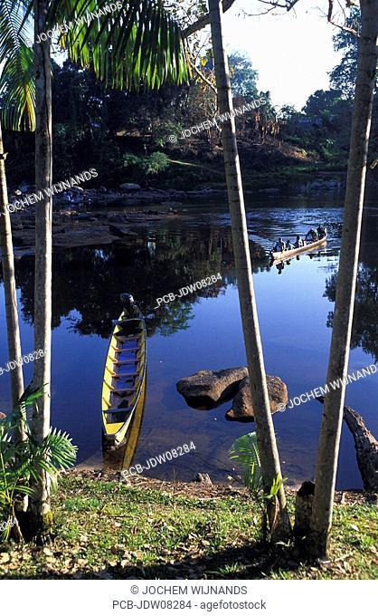 Kumalu, dug out canoe on the Pikin Rio river