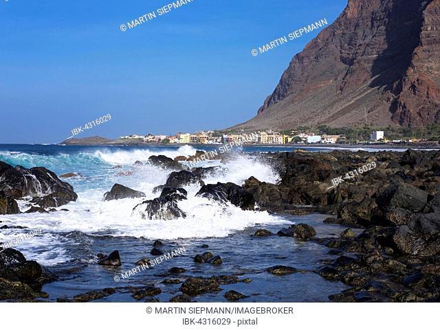 Coast with lava rocks, La Puntilla, La Playa behind, Valle Gran Rey, La Gomera, Canary Islands, Spain