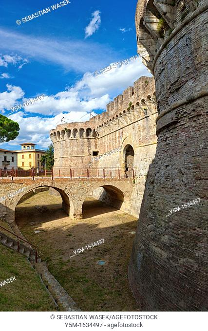 Wall and entrance gate to Colle di Val d'Elsa or Colle Val d'Elsa is a town and comune in Tuscany, Province of Siena, Italy, Europe