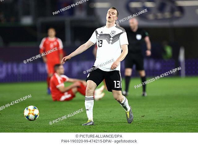 20 March 2019, Lower Saxony, Wolfsburg: Soccer: International match, Germany - Serbia in the Volkswagen Arena. Lukas Klostermann from Germany plays the ball