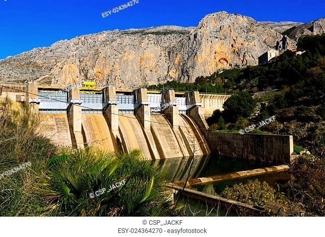 Day view of dam at Chorro river