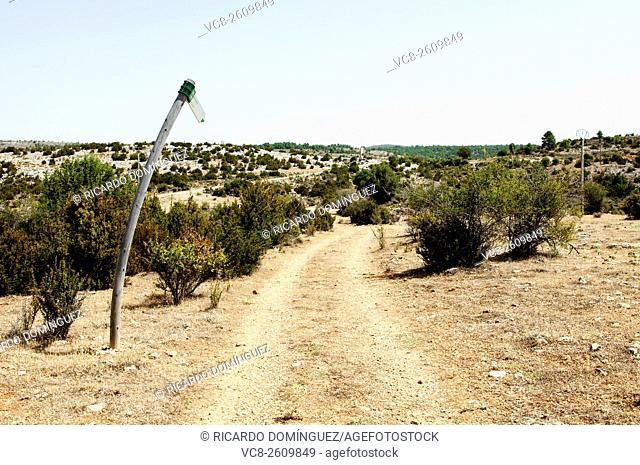 Mountain path. Lagunaseca, Cuenca. Spain