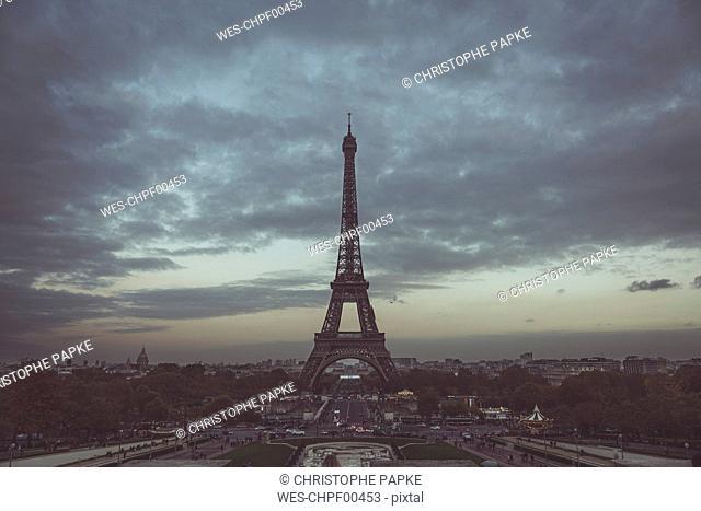 France, Ile-de-France, Paris, Eiffel Tower at blue hour, View from Trocadero