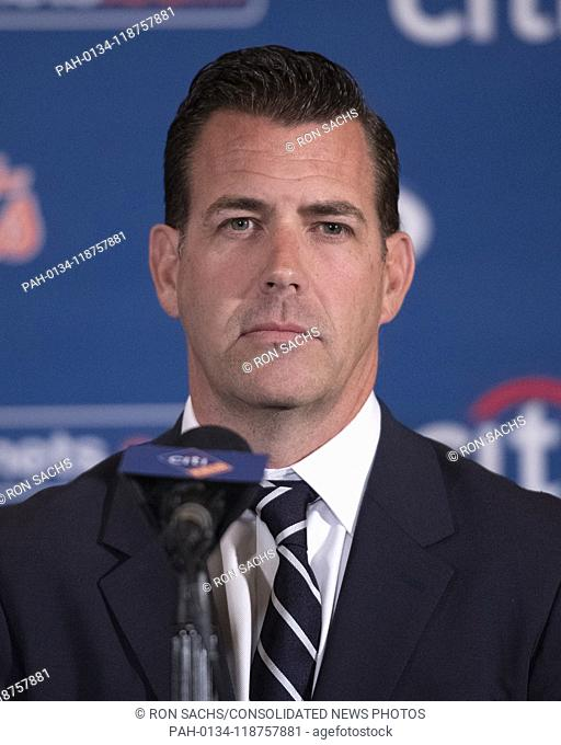 New York Mets Executive Vice President and General Manager Brodie Van Wagenen appears with Mets starting pitcher Jacob deGrom (48) at a press conference on his...