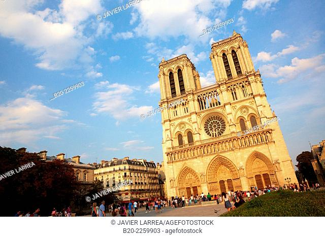 Western façade of Notre Dame Cathedral. Île de la Cité. Paris. France. The cathedral is widely considered to be one of the finest examples of French Gothic...
