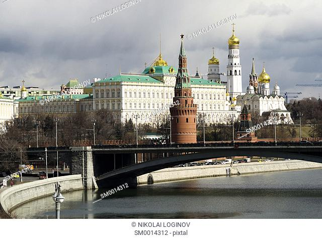 Moscow Kremlin cityscape with bridge backdrop