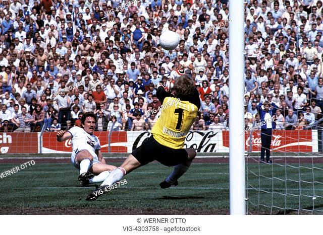 football, 1. Bundesliga, 2. Bundesliga, 1982/1983, relegation match to Bundesliga 1983/1984, return leg, Park Stadium, FC Schalke 04 versus FC Bayer 05...