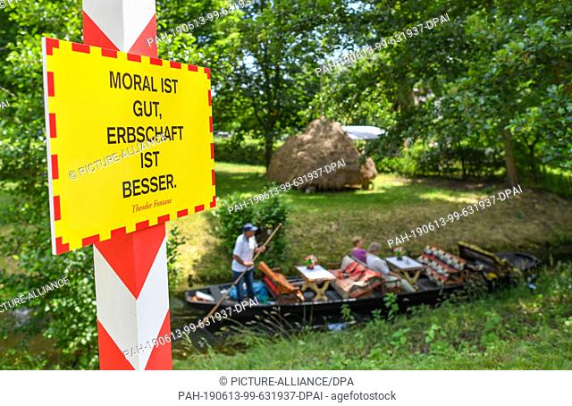 """13 June 2019, Brandenburg, Straupitz: On a meadow is the work of art """"""""Grenzpfeiler Brandenburg, Poland (red-white) and a saying by Theodor Fontane: Moral is..."""