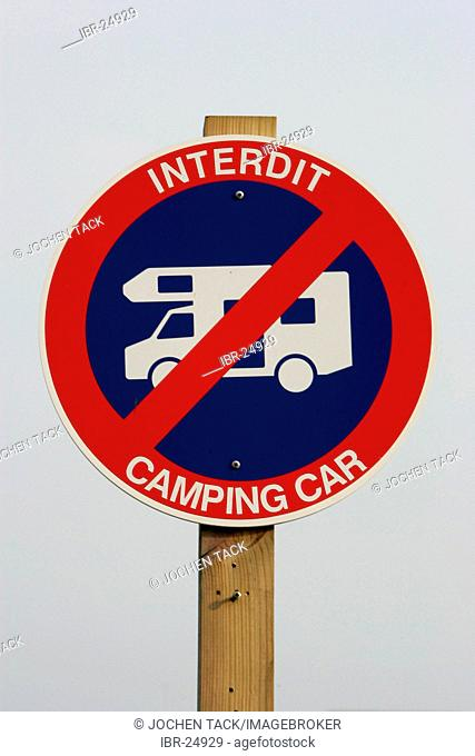 FRA, France, Normandy: no parking sign for mobile homes