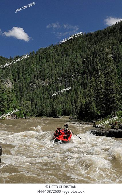 White Water raft on Snake River at Lunch Counter Rapids, Jackson Hole, Wyoming, USA