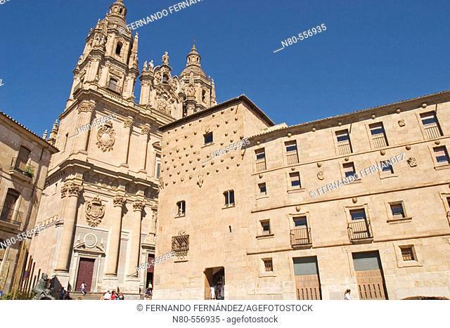 Casa de las Conchas and La Clerecía (18ht Century baroque Jesuit monastery), Salamanca. Castilla-León, Spain