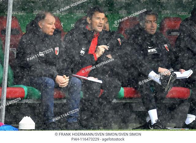 v.li: Stefan REUTER (Manager FC Augsburg), Jens LEHMANN (Coach, Augsburg), gesture, gives instructions. Football 1st Bundesliga, 20 matchday, matchday20