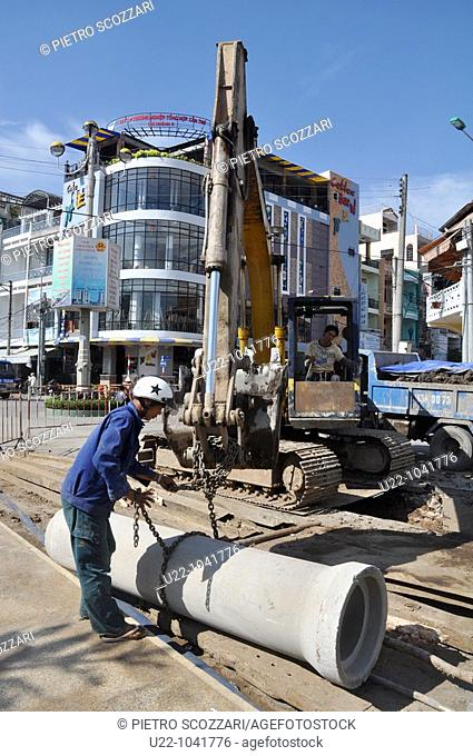 Can Tho (Vietnam): men working at fixing a pipe in the street