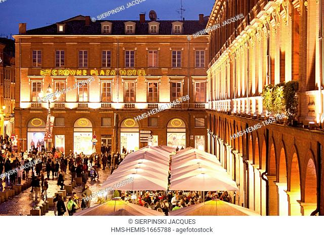 France, Haute Garonne, Toulouse, the Capitol square at night