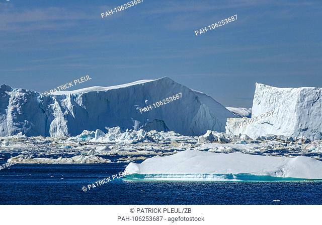 20.06.2018, Gronland, Denmark: A huge iceberg drifts in the sea off the coastal town of Ilulissat in western Greenland. The city is located on the Ilulissat...