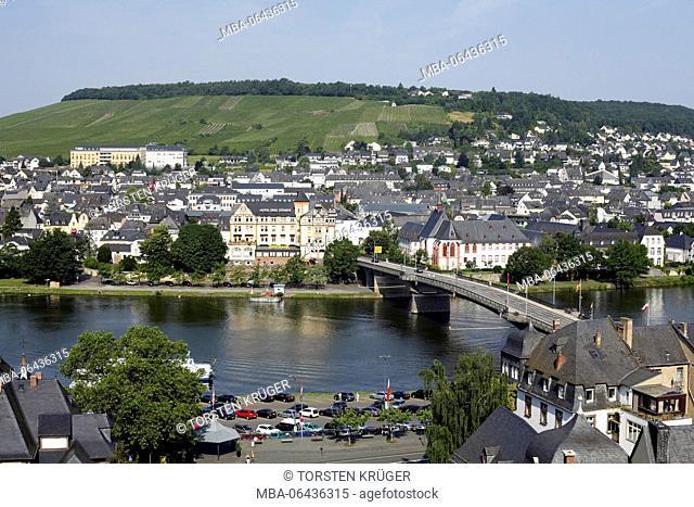 District of Kues, the Moselle, Moselle bridge, Bernkastel-Kues, Rhineland-Palatinate, Germany