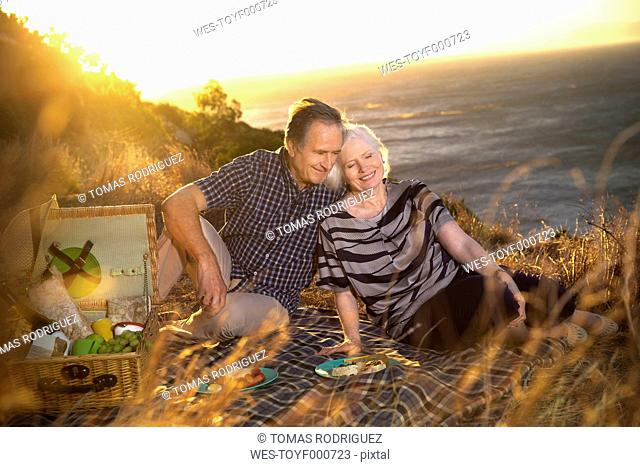 South Africa, happy senior couple having picnic