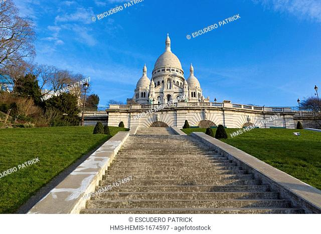 France, Paris, Butte Montmartre, the Sacre Coeur basilica ( Basilica of the Sacred Heart of Paris ) designed by architect Paul Abadie and completed in 1914 from...