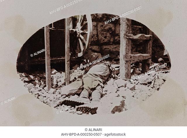 Album Campagna di guerra 1915-1916-1917-1918, tenente Jack Bosio: Austrian soldier's corpse next to a machine gun, shot 26/05/1917
