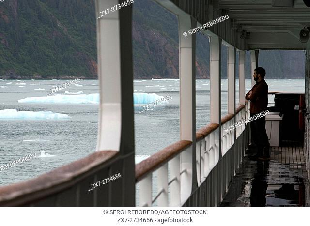 Cruise ship Safari Endeavour at anchor at Fords Terror, Endicott Arm, Tongass National Forest, Juneau, Alaska, USA. Cliff-walled fjords sliced into the...