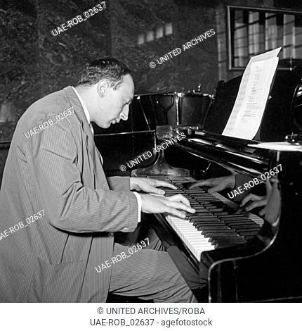 Jazz Konzert im Hrösaal des NDR in Hamburg, Roland Kovac am Piano, Deutschland 1956