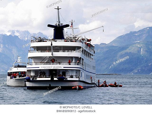 yacht evacuating passengers aboard the sinking YORKTOWN CLIPPER, USA, Alaska, Glacier Bay National Park