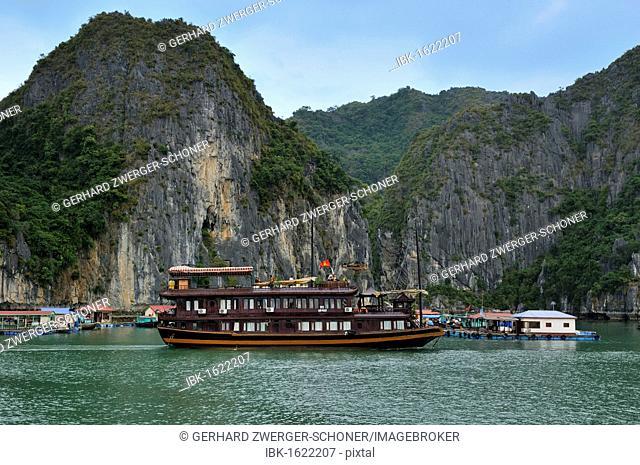 Junk in Halong Bay, Vietnam, Southeast Asia