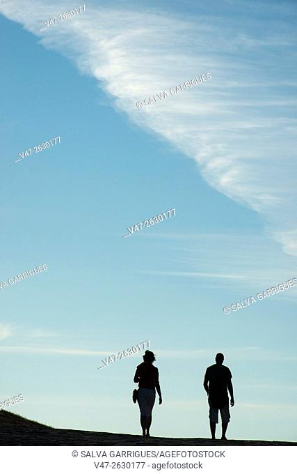 Silhouettes of a couple backlit, La Coruna, Galicia, Spain, Europe
