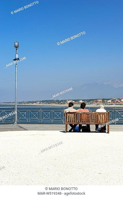 pontile, marina di pietrasanta, versilia, italia