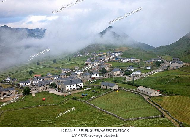 General view of  Puerto de Somiedo village, Asturias