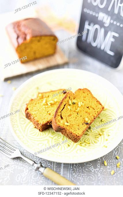 Pumpkin cake with pistachios