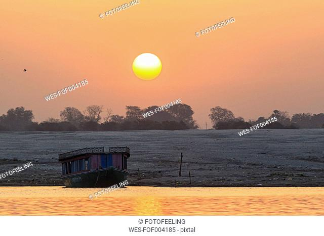 India, Uttar Pradesh, Banaras, View of River Ganges during sunrise
