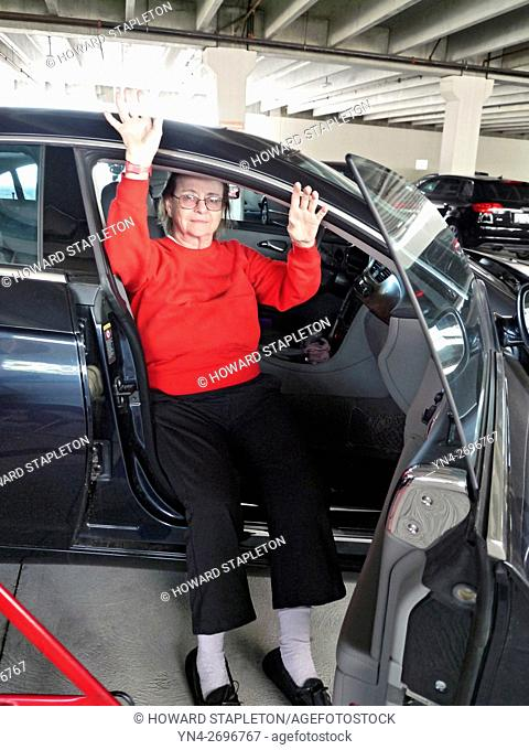 Mature woman leaving hospital 4-days after knee replacement surgery