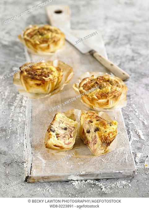 tartaletas con jamon y queso / tartlets with ham and cheese