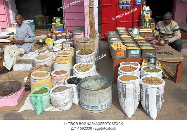 India, Rajasthan, Shekhawati, Nawalgarh, market, grains shop
