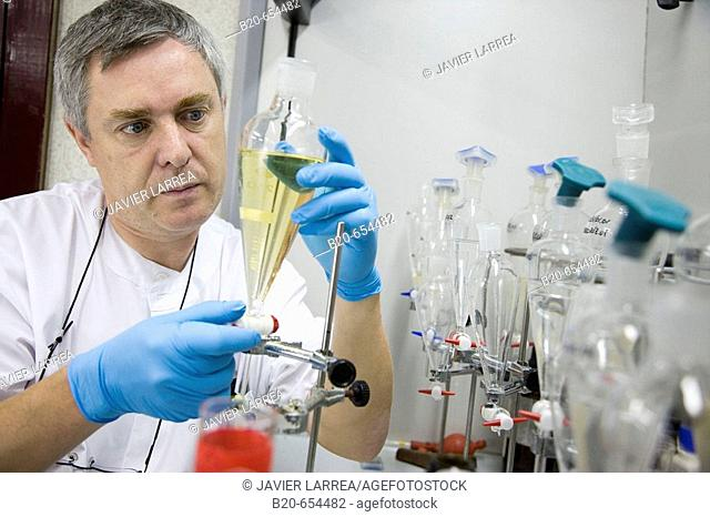 Physics and chemistry laboratory. Tests for polluting agents in wine. AZTI-Tecnalia. Technological Centre specialised in Marine and Food Research