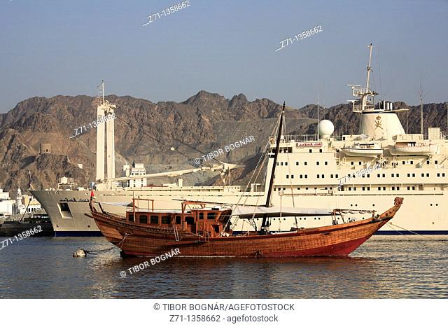 Oman, Muscat, Mutrah, harbour, old and new ships