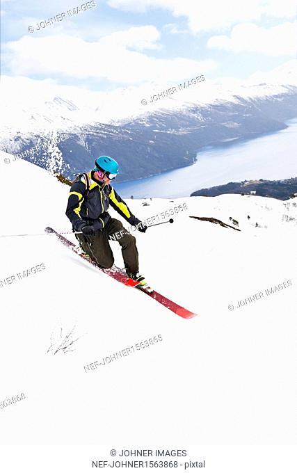 Man skiing
