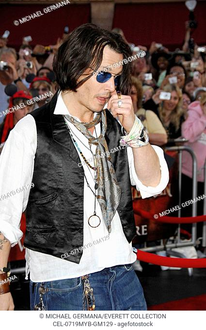 Johnny Depp at arrivals for Premiere of PIRATES OF THE CARIBBEAN: AT WORLD'S END, Disneyland, Anaheim, CA, May 19, 2007. Photo by: Michael Germana/Everett...