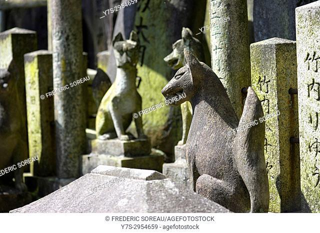 Fox statue at Fushimi Inari Taisha,a large Shinto shrine complex near Kyoto, Japan,Asia