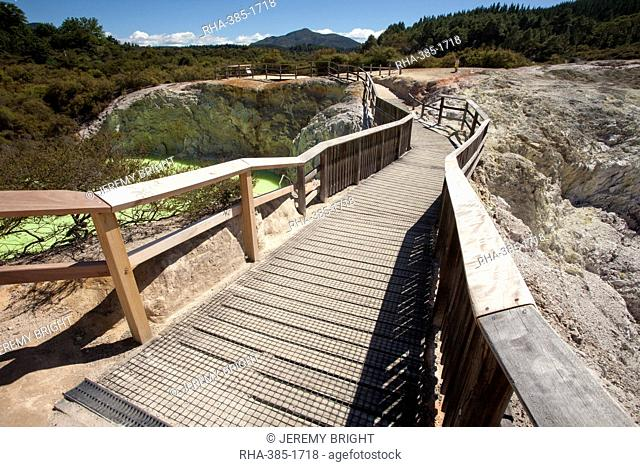 The Devil's Bath Walkway, Waiotapu Goethermal Wonderland, Rotorua, New Zealand, Oceania