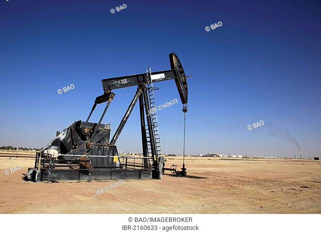 Oil pump near Marmul, Oman, Arabian Peninsula, Middle East, Asia