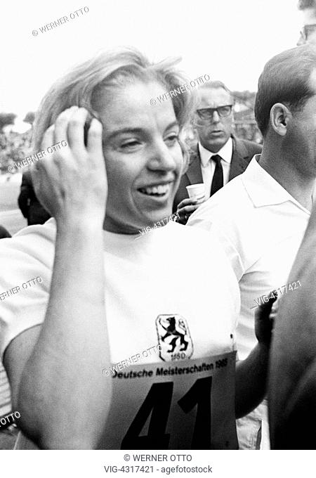 Sixties, black and white photo, sports, athletics, German Championships in Athletics 1965 in Duisburg, Wedau Stadium, nowadays MSV Arena, track racing, sprint