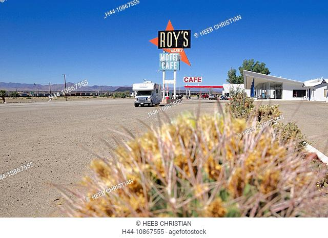 Roadbear RV Camper, caravan, Roy's Motel & Cafe, village Amboy, old Route 66, California, USA, America, North America, travel, street, café, motel, sign