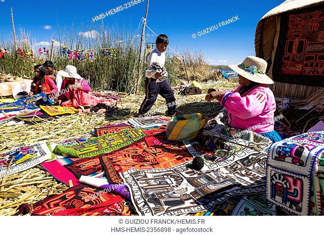 Peru, Puno Province, Titicaca lake, descendants of the indians Uros live on totora floatting islands, mainly from the tourism, Uros handicraft
