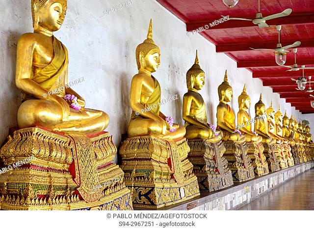 Hallway of Buddhas in Wat Mahathat, Bangkok, Thailand