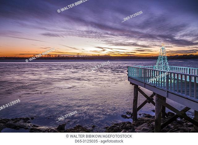 USA, New England, Cape Ann, Massachusetts, Annisquam, waterfront Christmas Tree, dusk