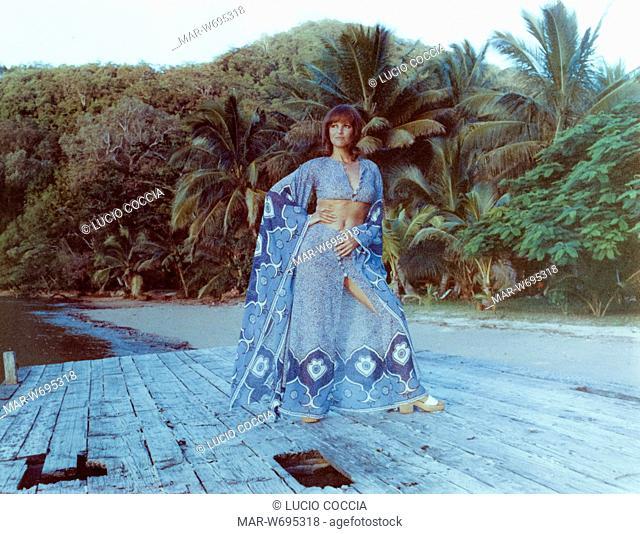 claudia cardinale, durante le riprese del film bello, onesto, emigrato Australia sposerebbe compaesana illibata, 1971