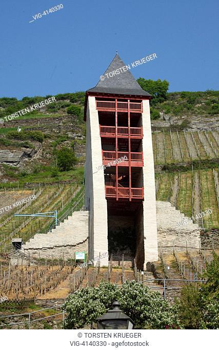 Bacharach : Postenturm mit Weinberg