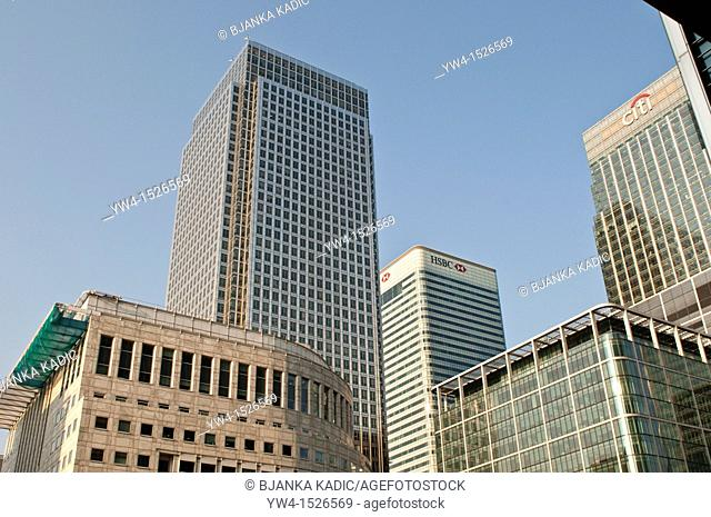 One Canada Square skyscraper, HSBC and City bank buildings, Canary Wharf, London, UK